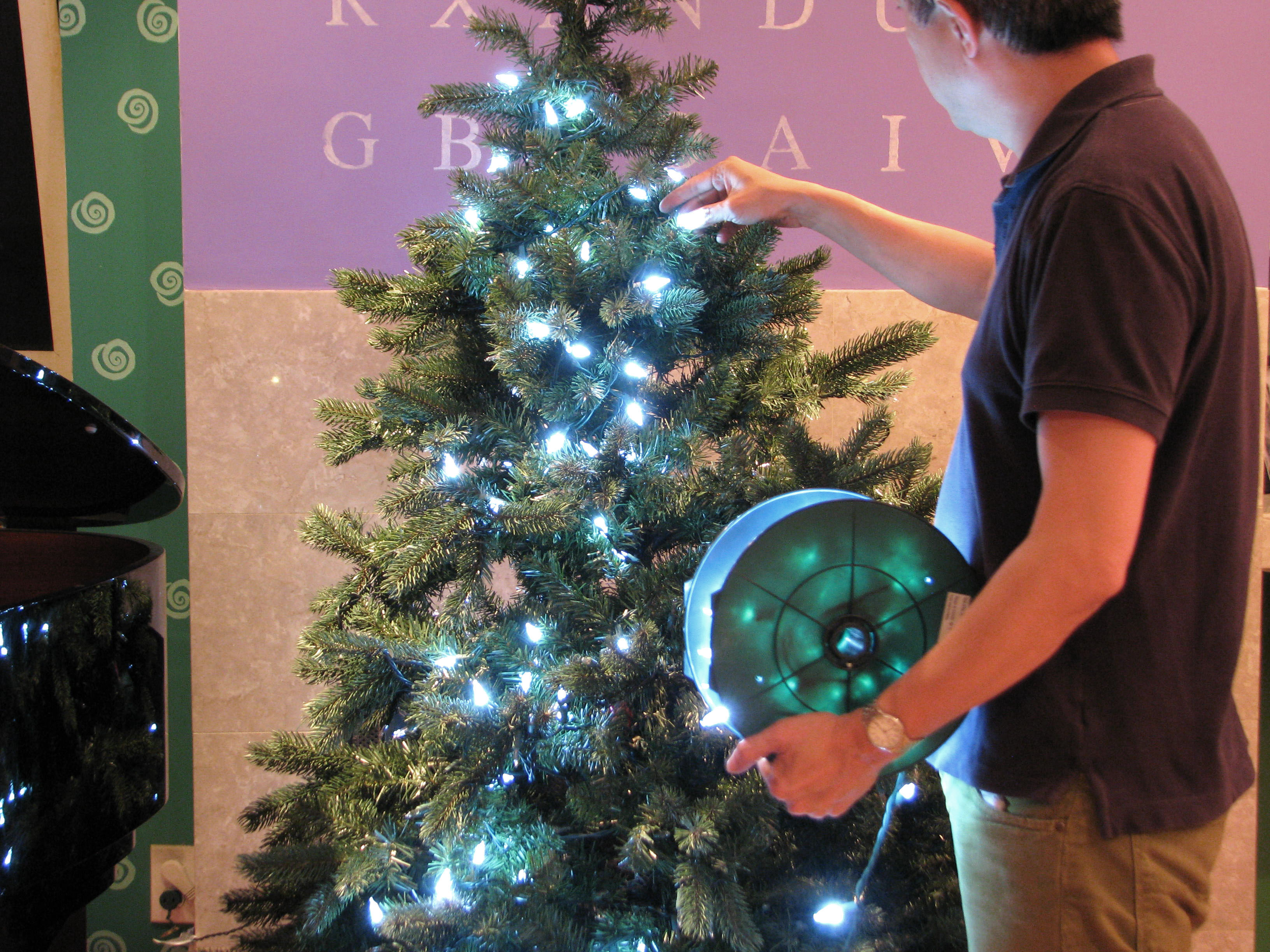 Lighting Your Christmas Tree In Style Jonathan Fong Style