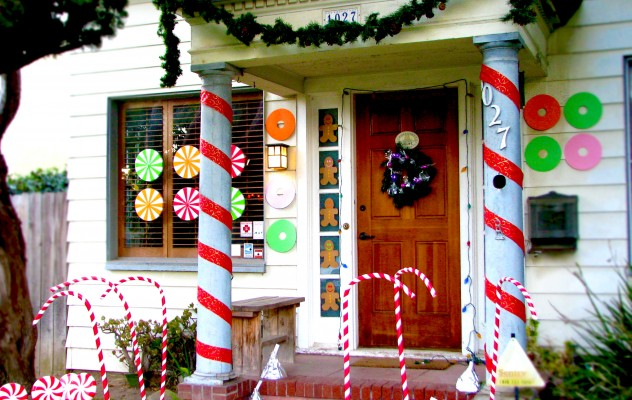 Decorating Your Front Porch for the Holidays – Jonathan Fong Style