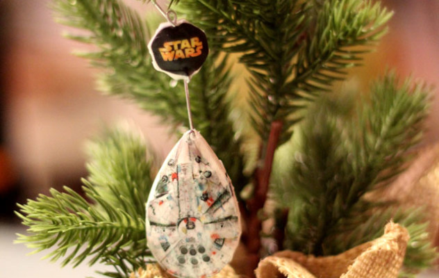 millenium_falcon_ornament_hor2